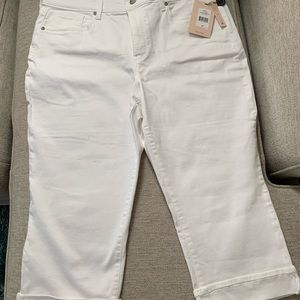 NWT NYDJ White Denim Capri